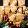 Die 24 Beutel des Wurst-Adventskalenders sind gefüllt mit verschiedenen Würsten, Schinken und anderen Köstlichkeiten aus dem Sortiment der Wurstgeschwister