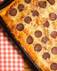 Galloway-Rindersalami auf einer Pizza